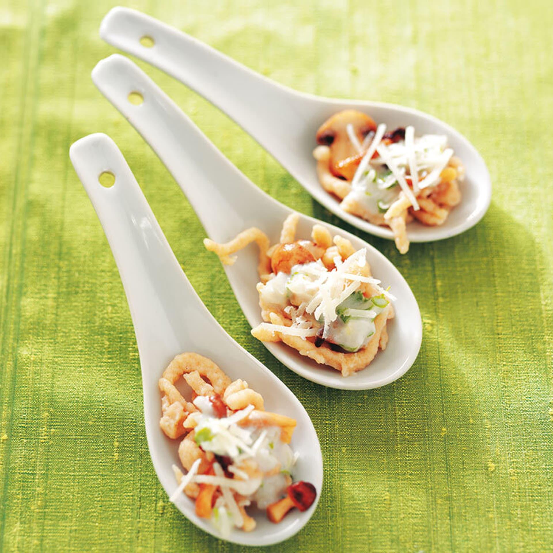 Pilze in sekt und kokosmilch mit pasta