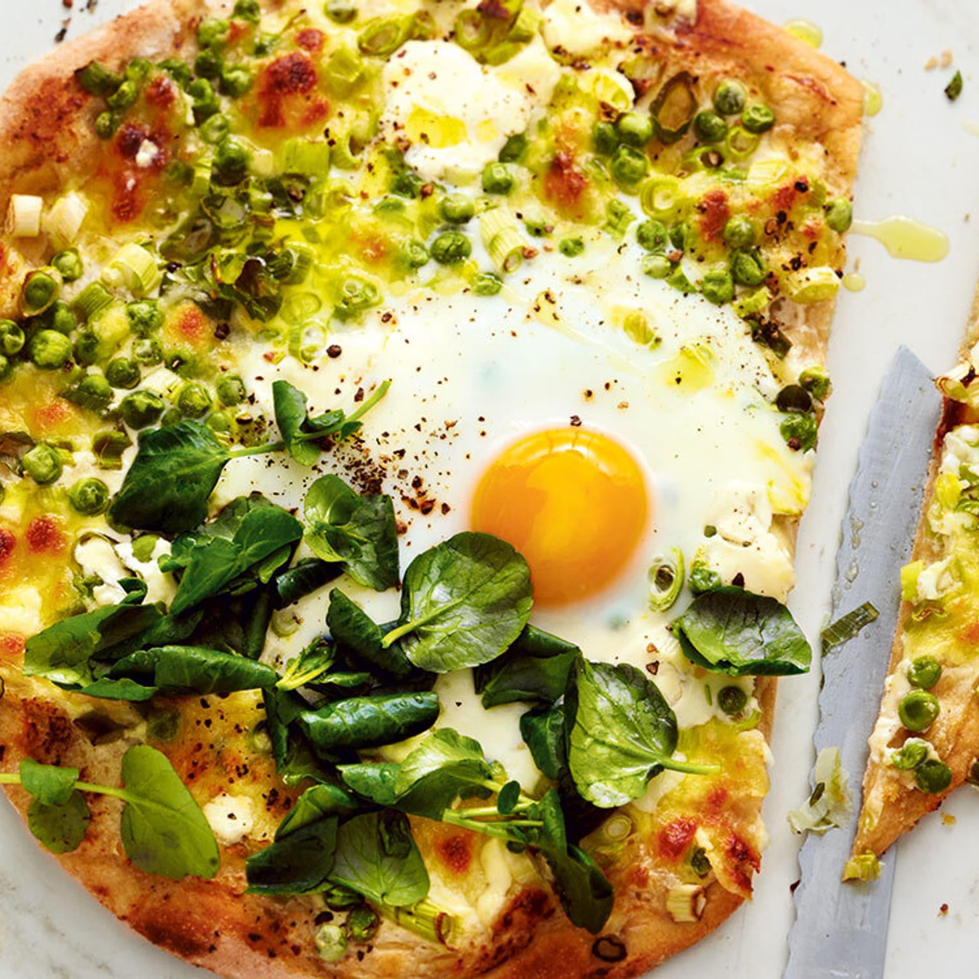 Pizza mit Lauch und Ei