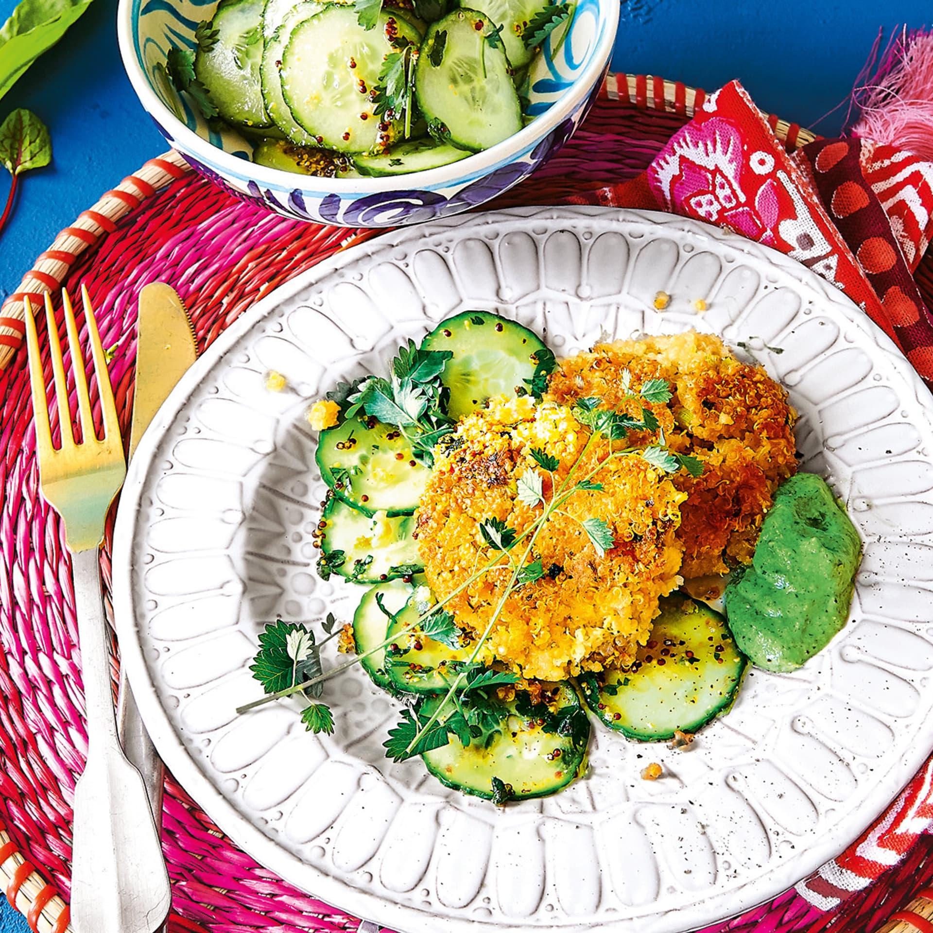 Vegane Frankfurter Gruene Sauce mit Quinoa-Frikadellen und Gurken-Pimpin