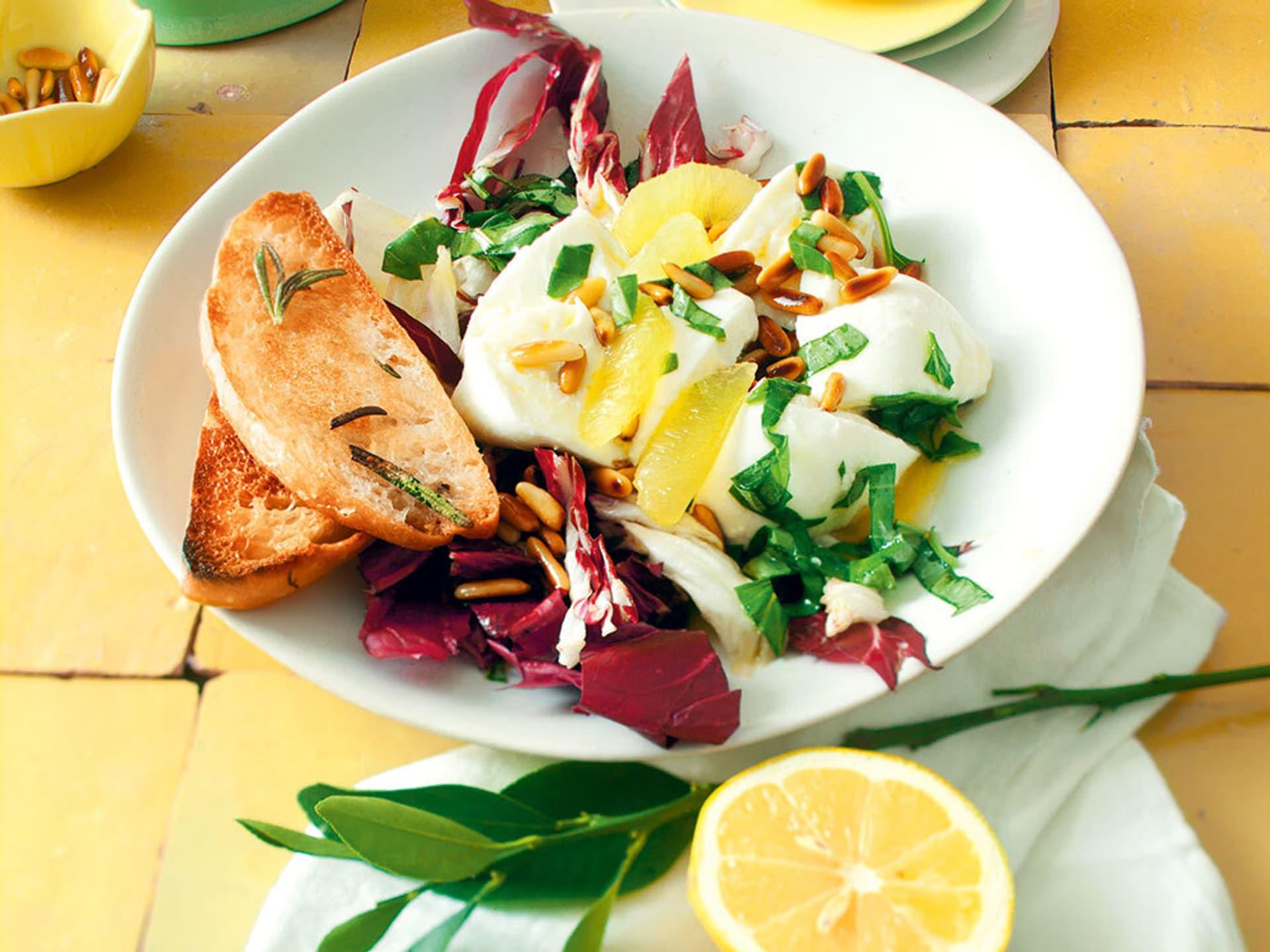 Radicchio mozzarella salat mit zitronenvinaigrette
