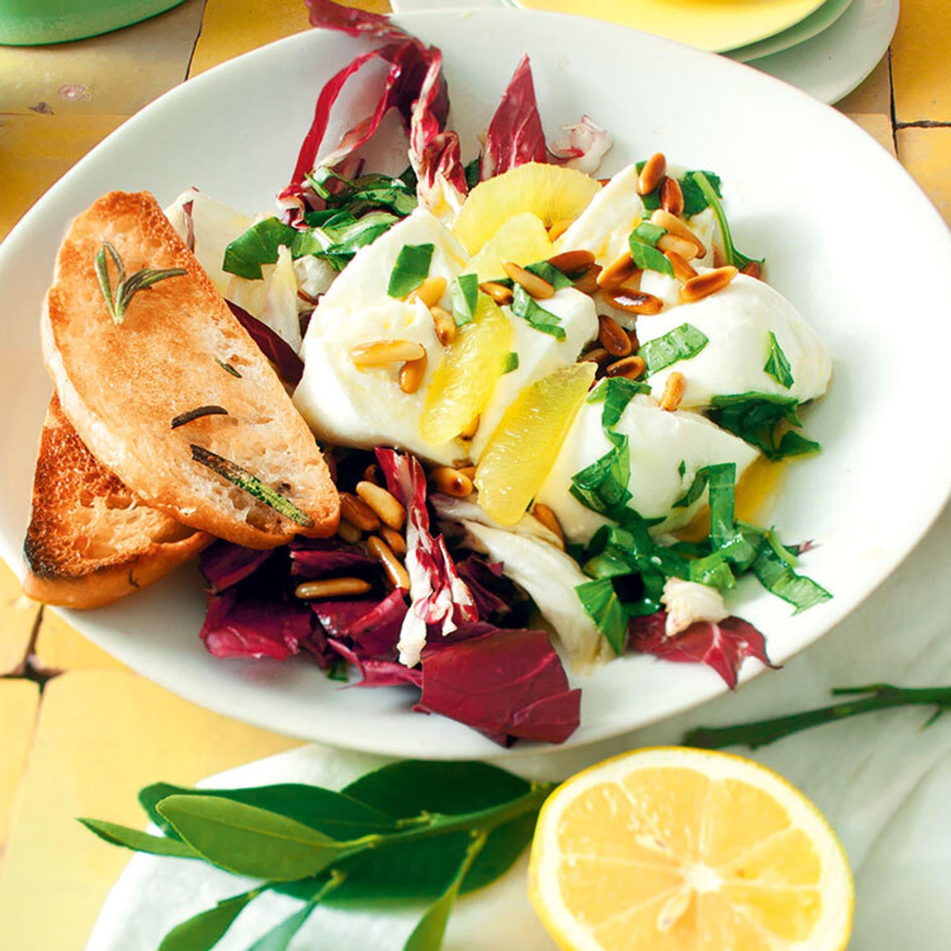 Radicchio-Mozzarella-Salat mit Zitronenvinaigrette
