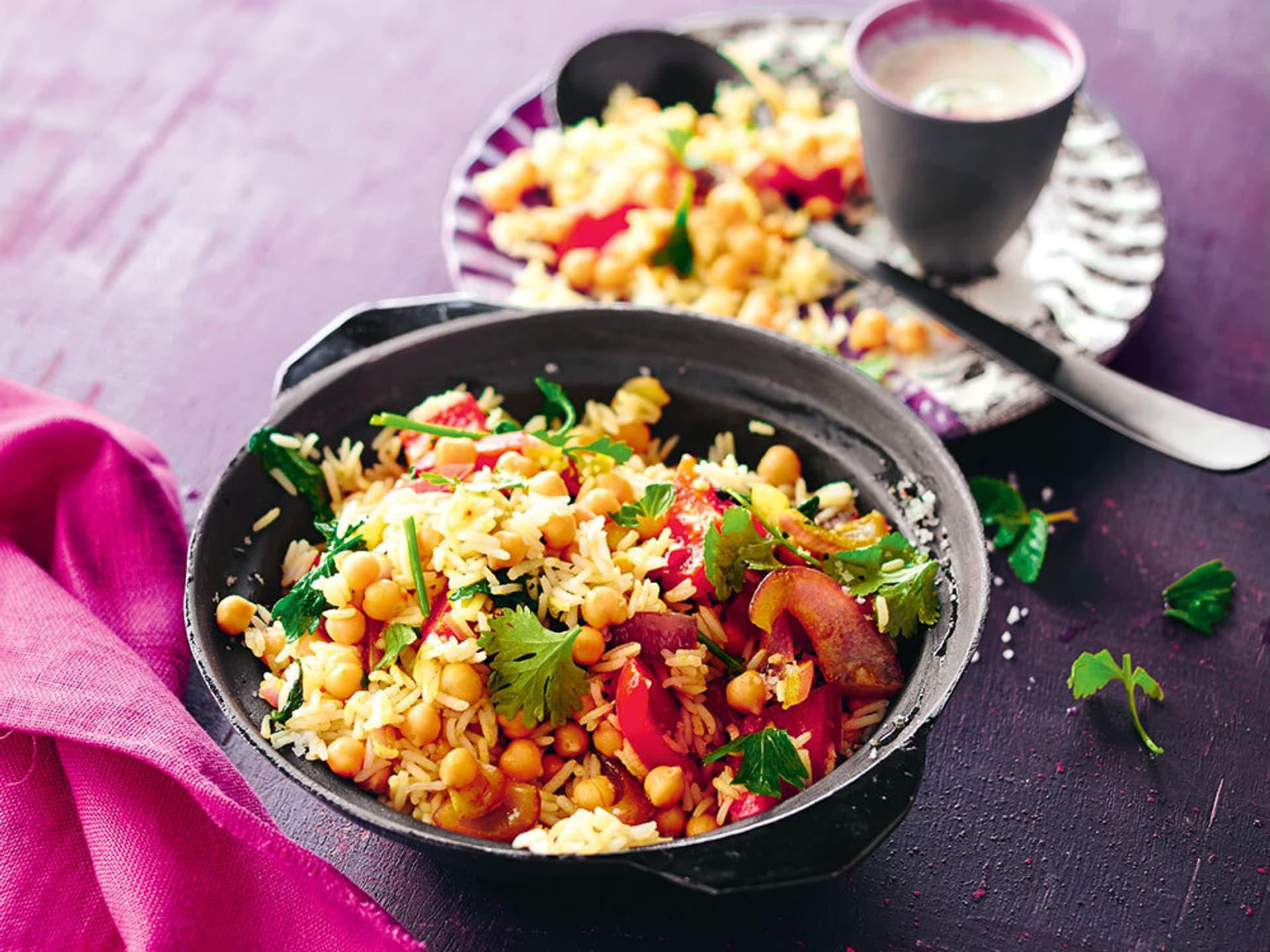 Schale mit Reis und Kichererbsen