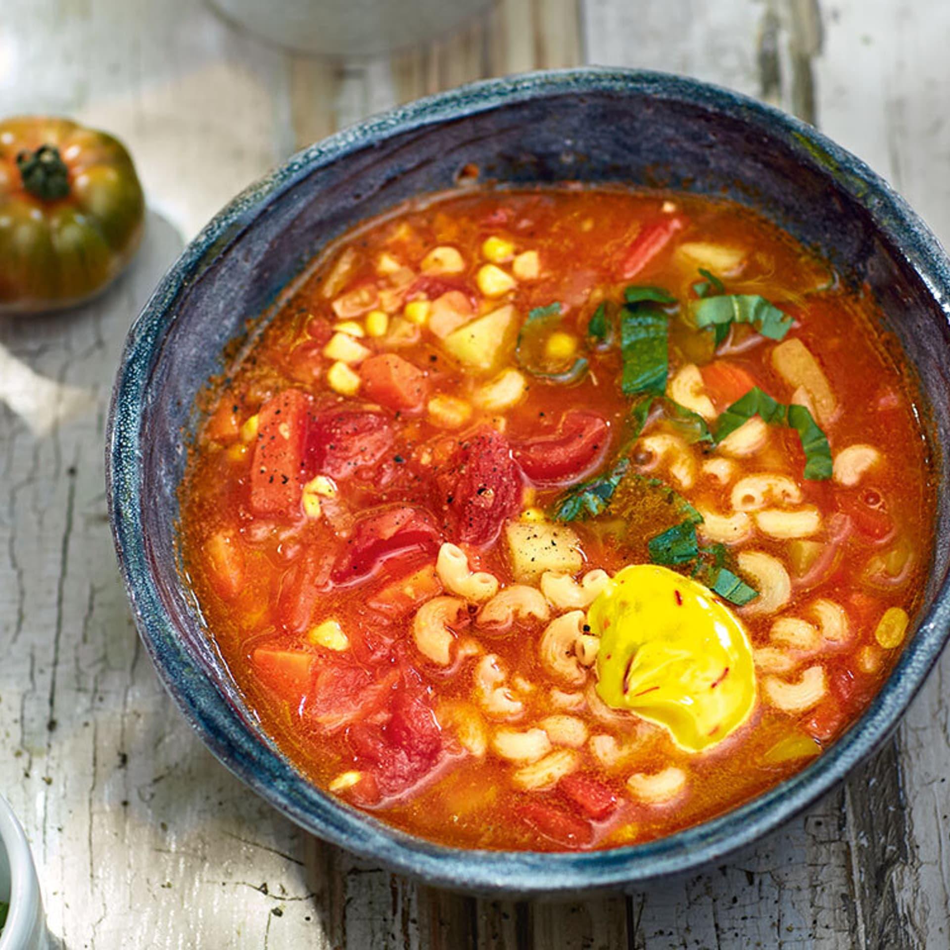 Rote Suppe mit Bohnen