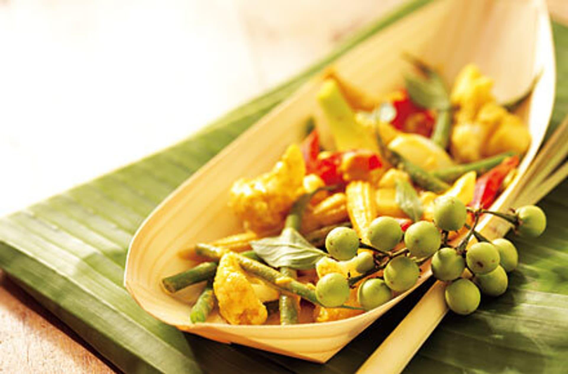 Rotes thai curry mit gemuese