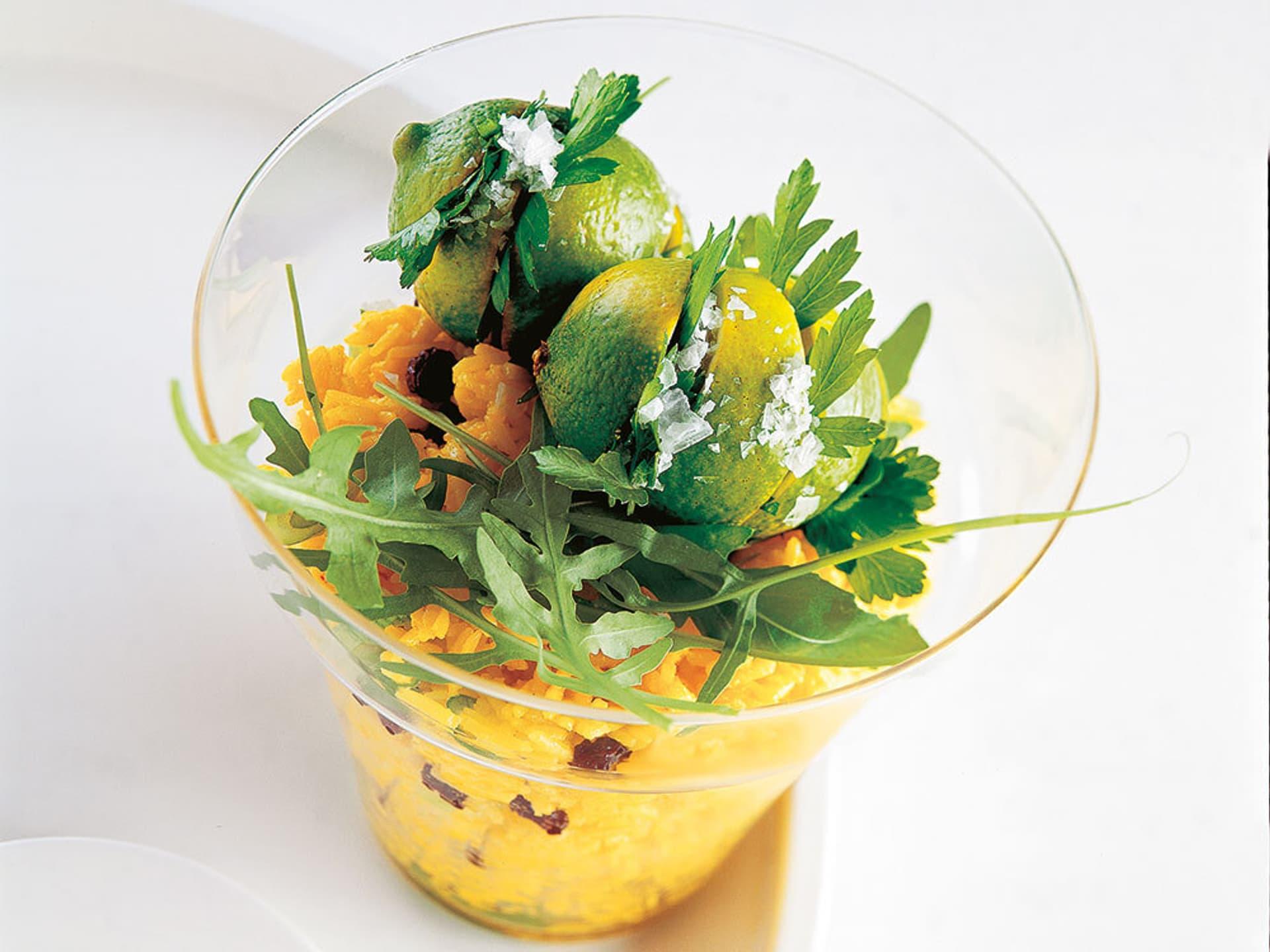 Salat vom safran ingwer reis mit kräuterlimetten