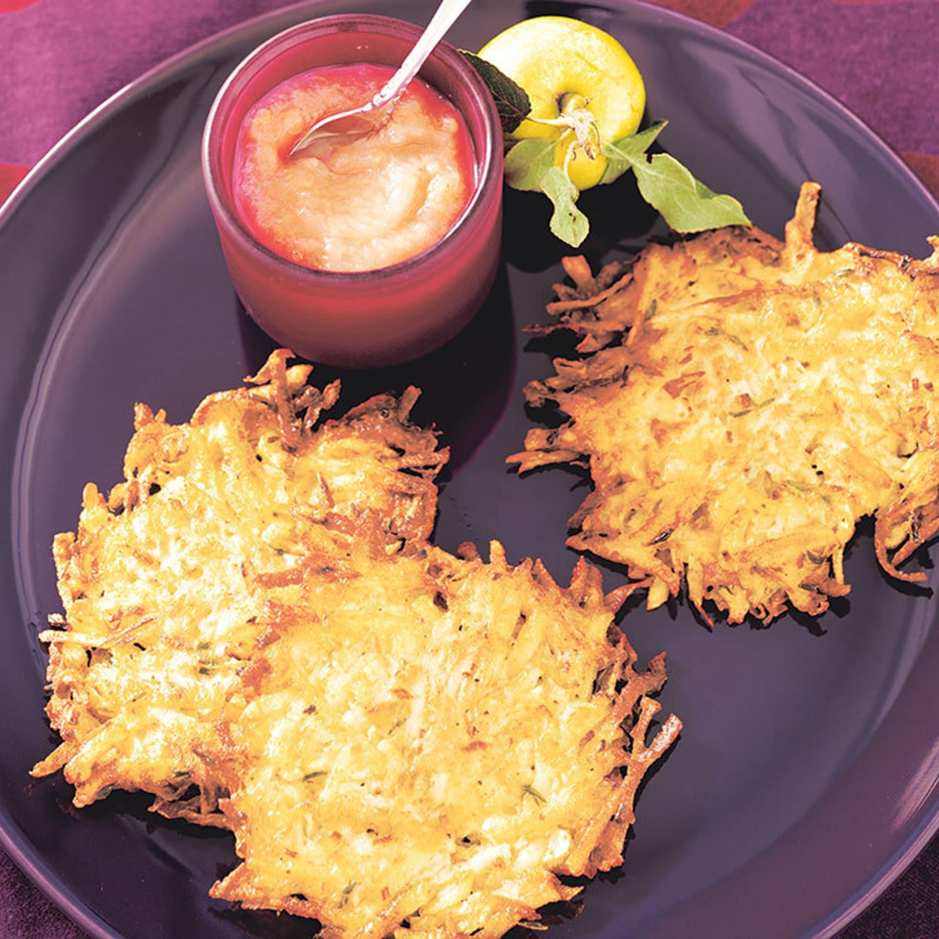 Sellerie-Kartoffelpuffer auf einem Teller