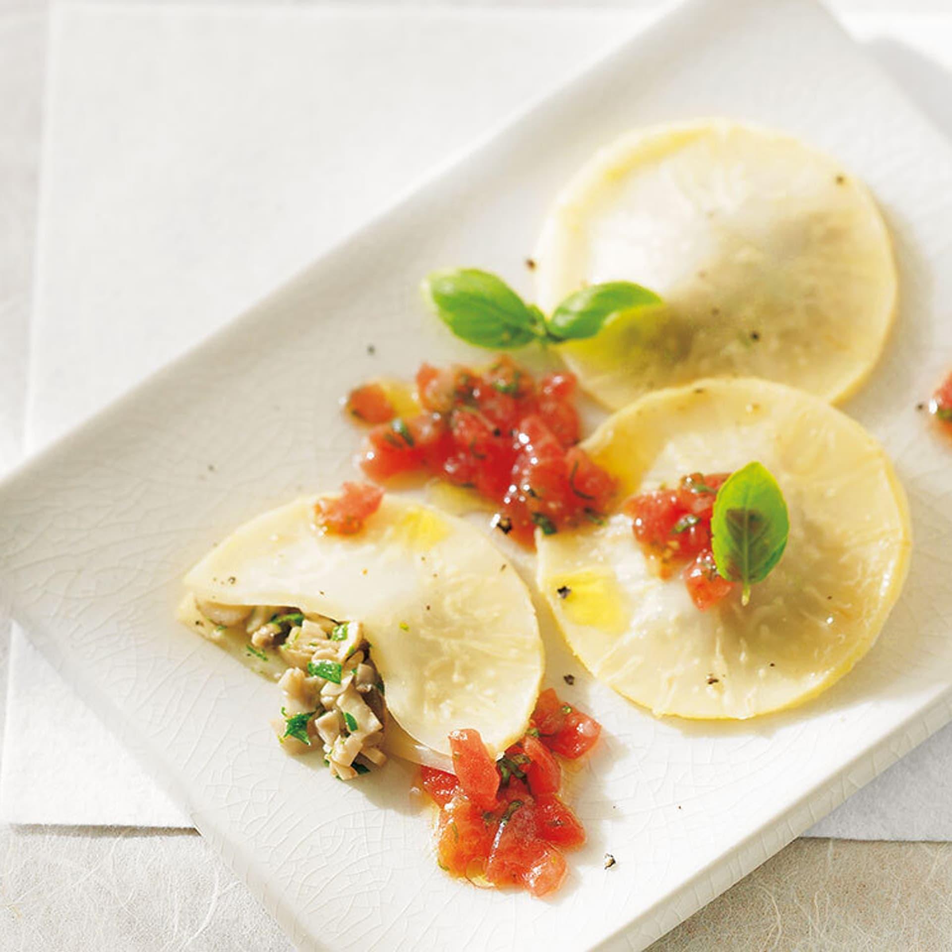 Sellerieravioli mit tomaten basilikum sosse