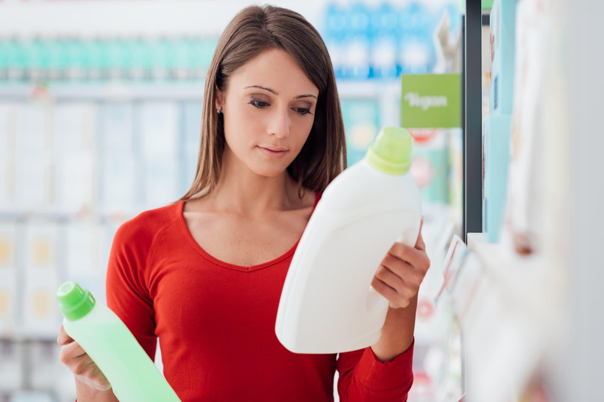 Waschmittel kaufen c Stokkete shutterstock 519858151