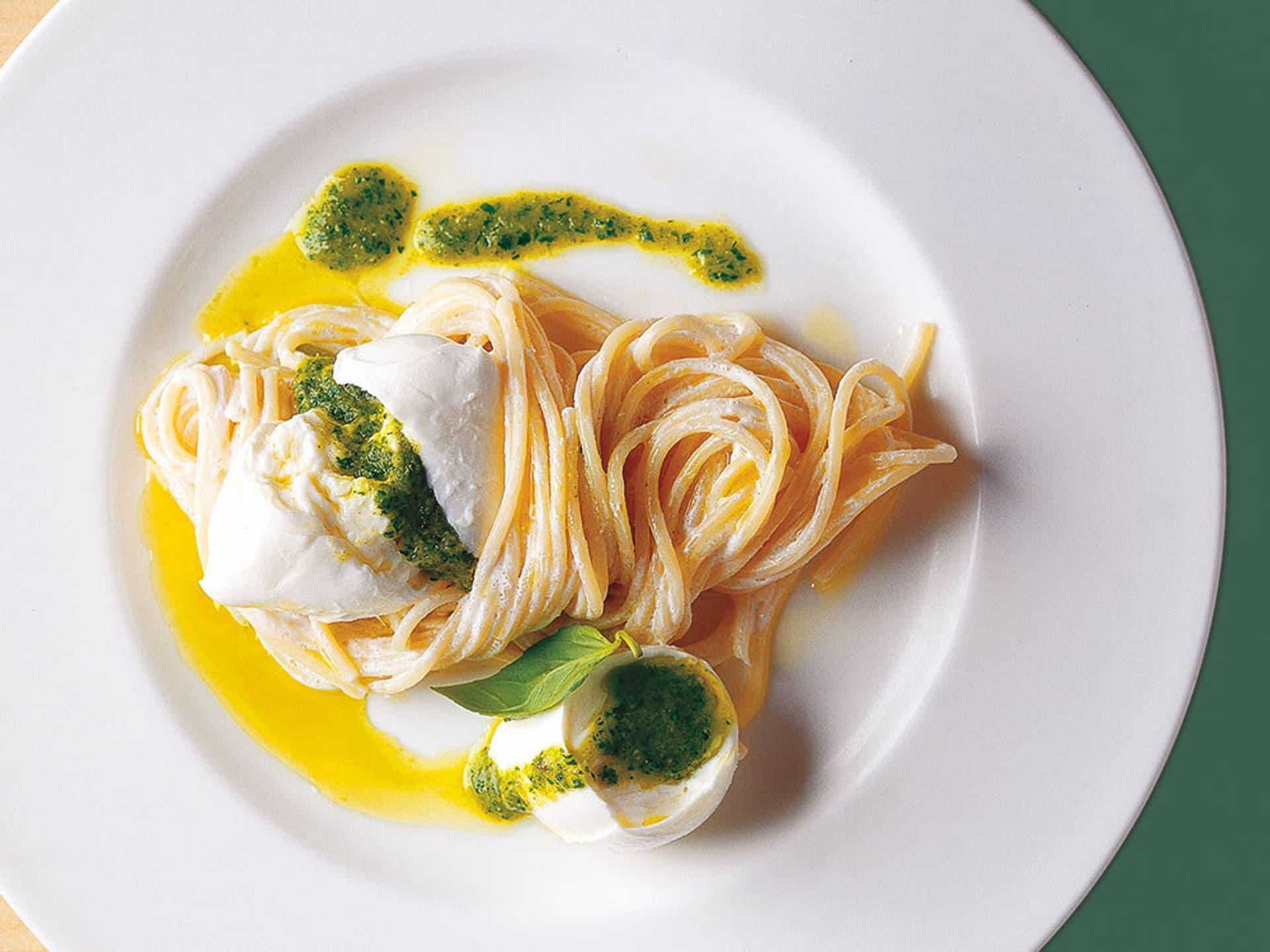 Spaghetti mit mozzarella und ingwer basilikum pesto