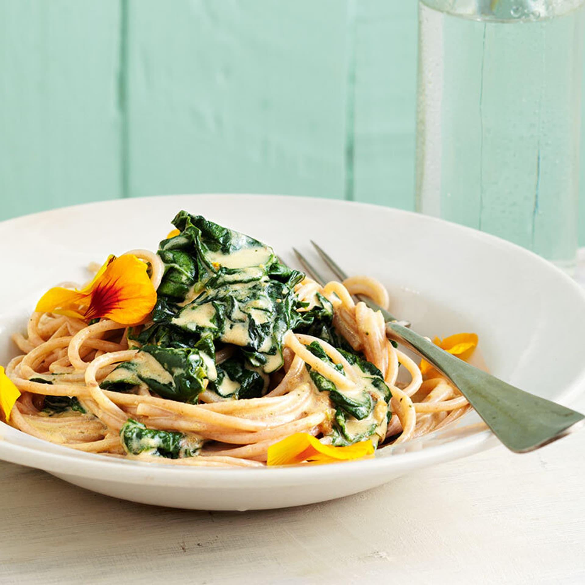 Spaghetti mit spinat und hafersahne