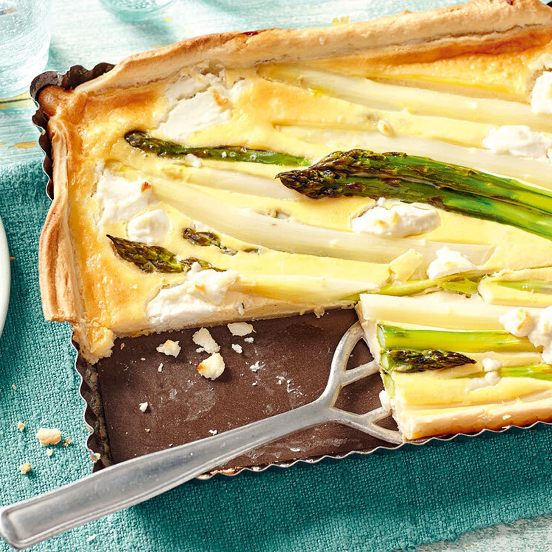 Spargel-Ziegenkäse-Tarte mit Olivensalsa