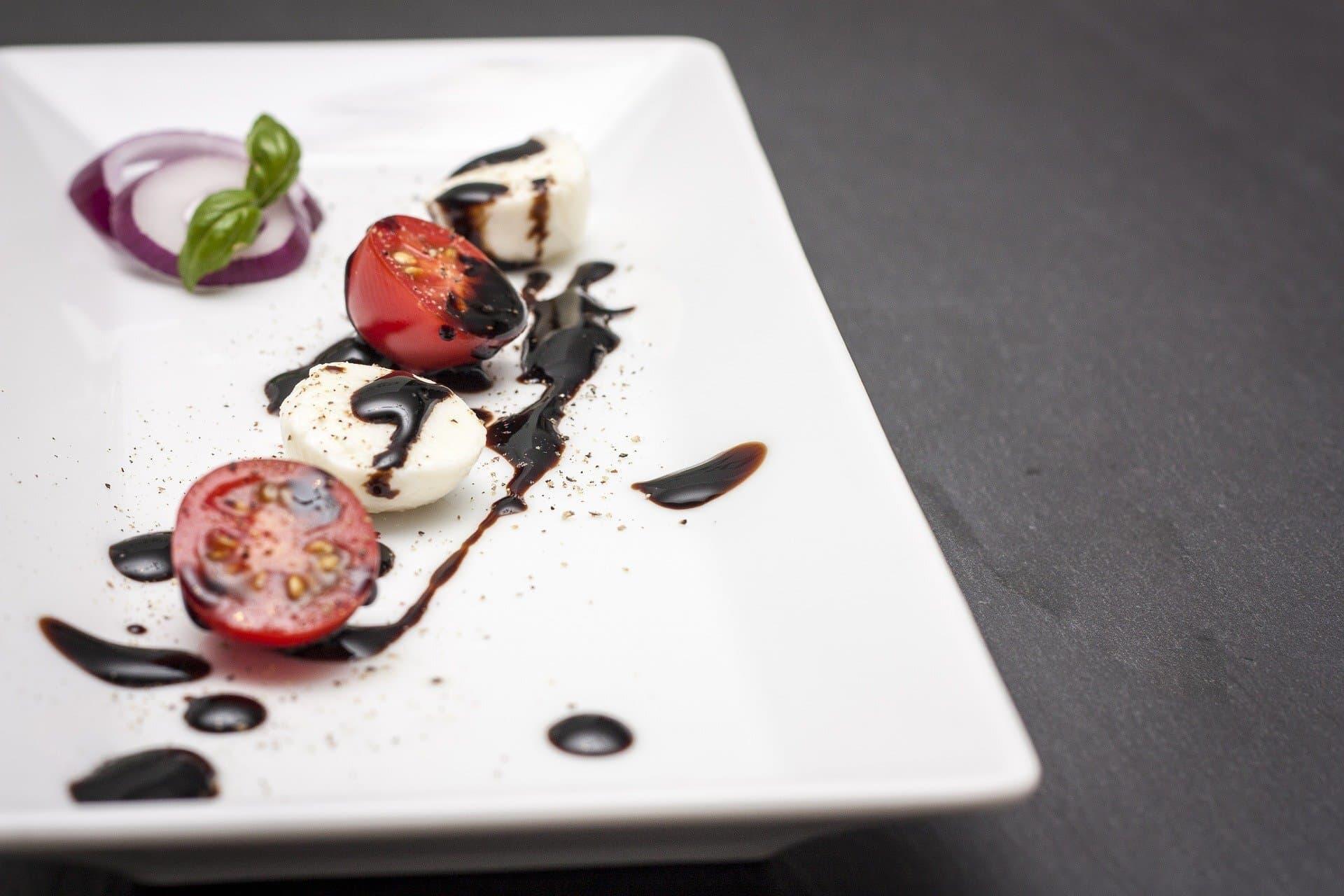 Tomate-Mozzarella mit Balsamico