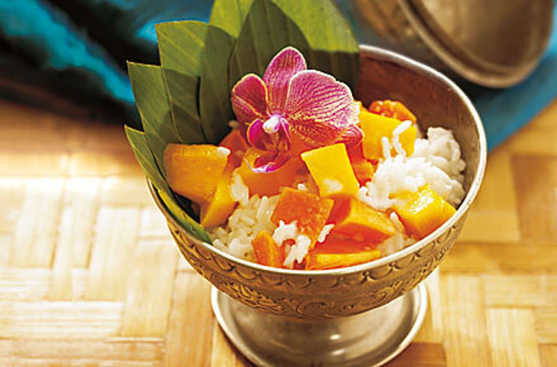 Suesser reis mit fruchtsalat