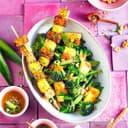 Tempeh-Ananas-Spieße mit Salat