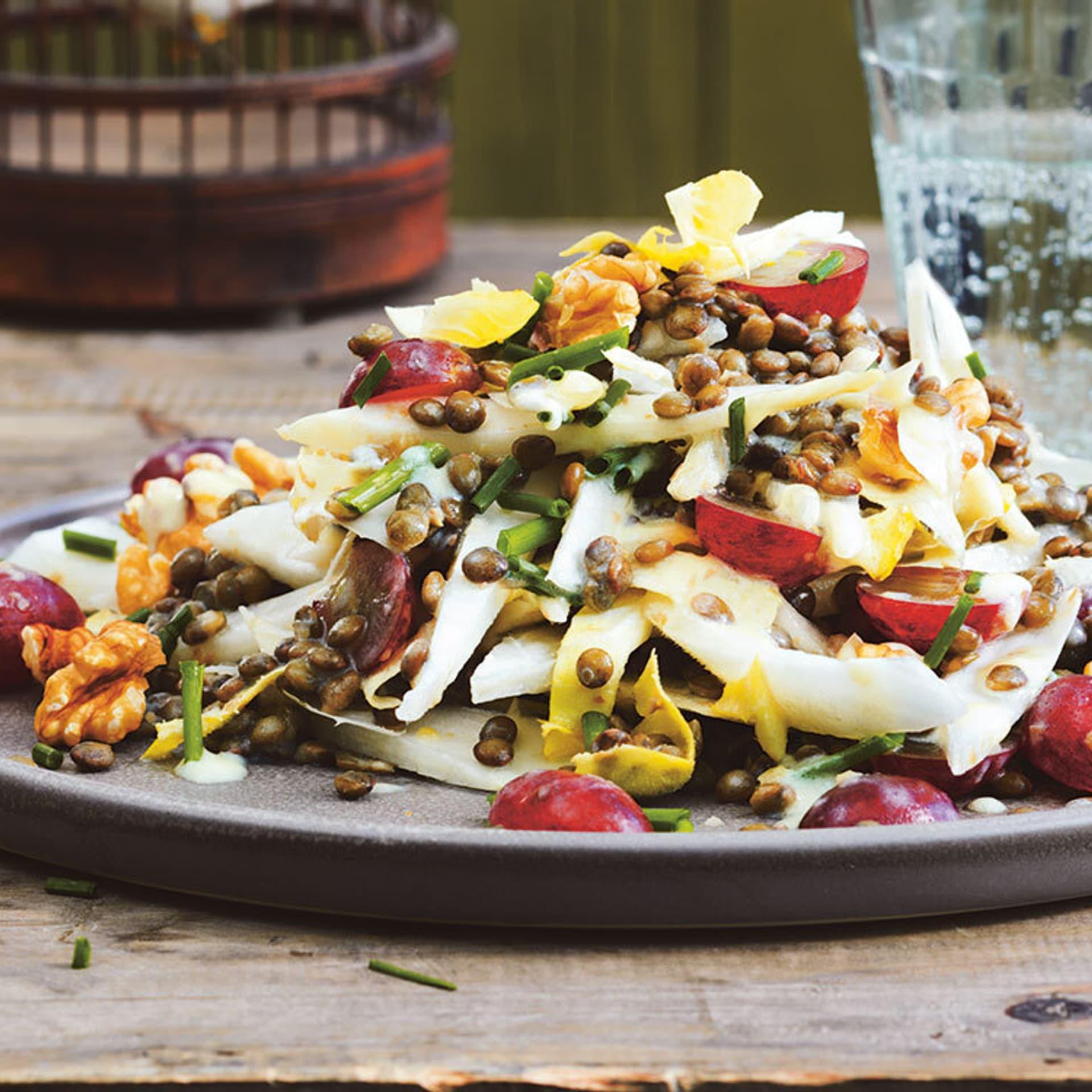 Trauben chicoree salat mit linsen