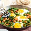 Türkische spinat eierpfanne