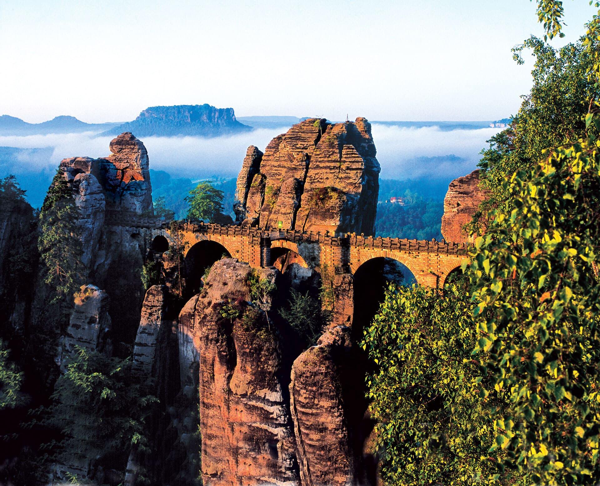 Die Basteibrücke im Elbsandsteingebirge.