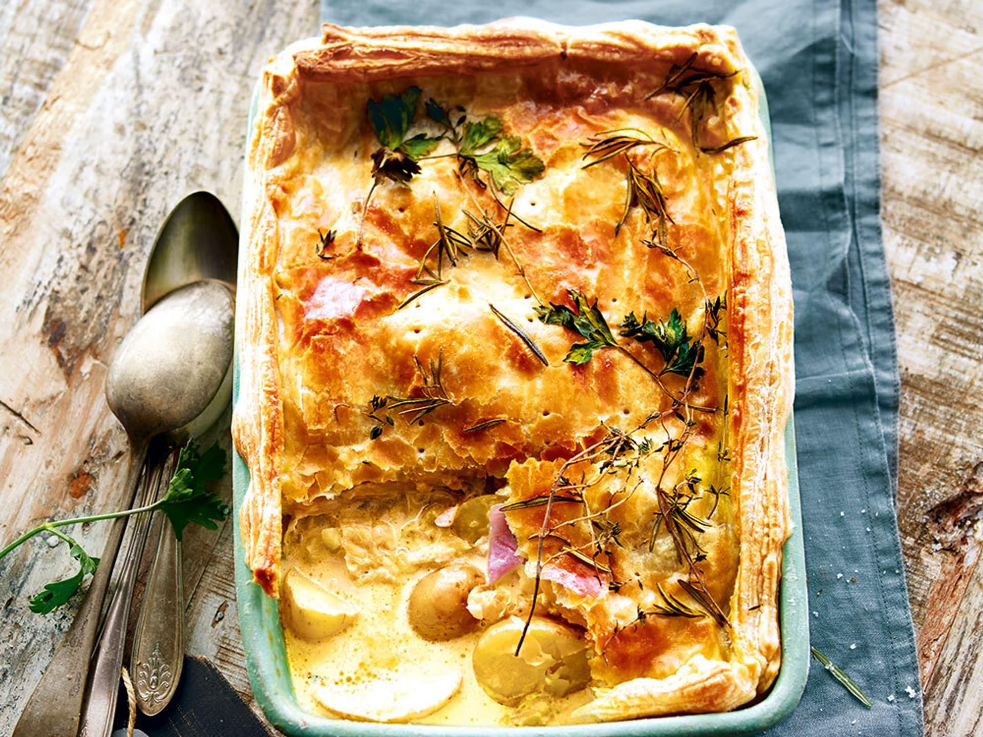 Wirsing-Kartoffel-Pie in einer Auflaufform