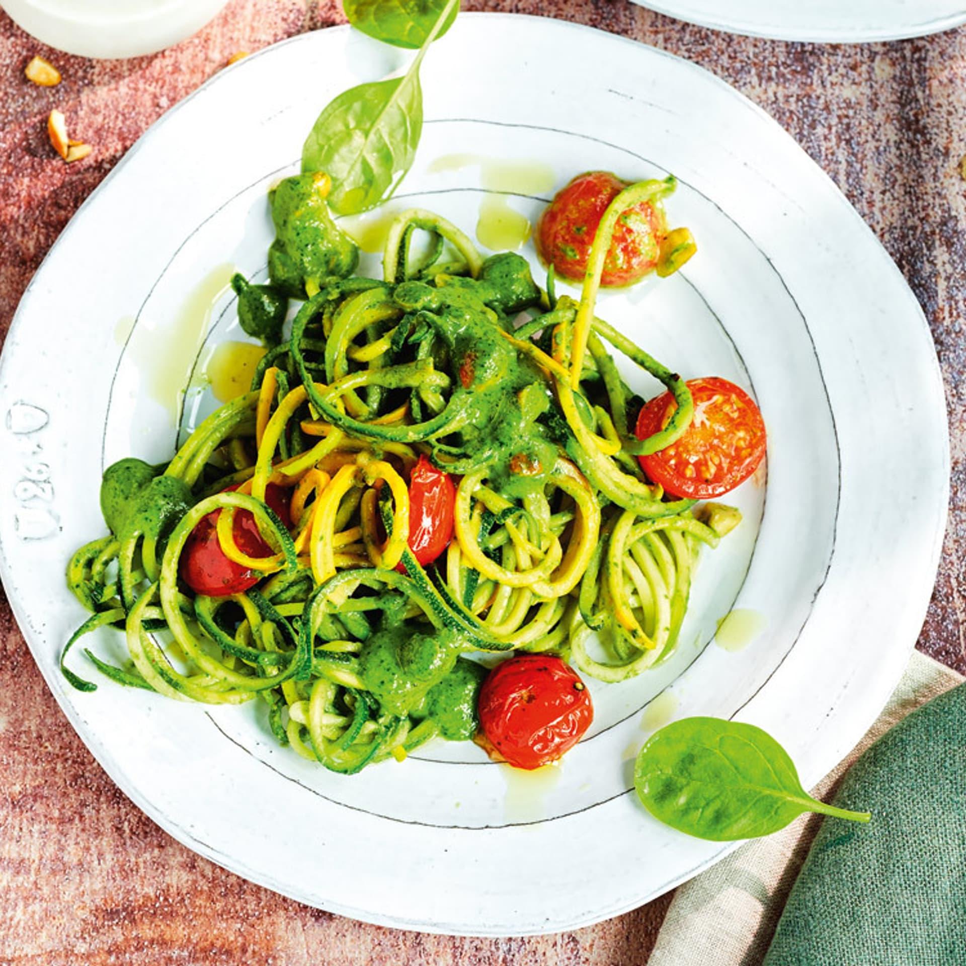 Zucchini Nudeln mit Spinatpesto