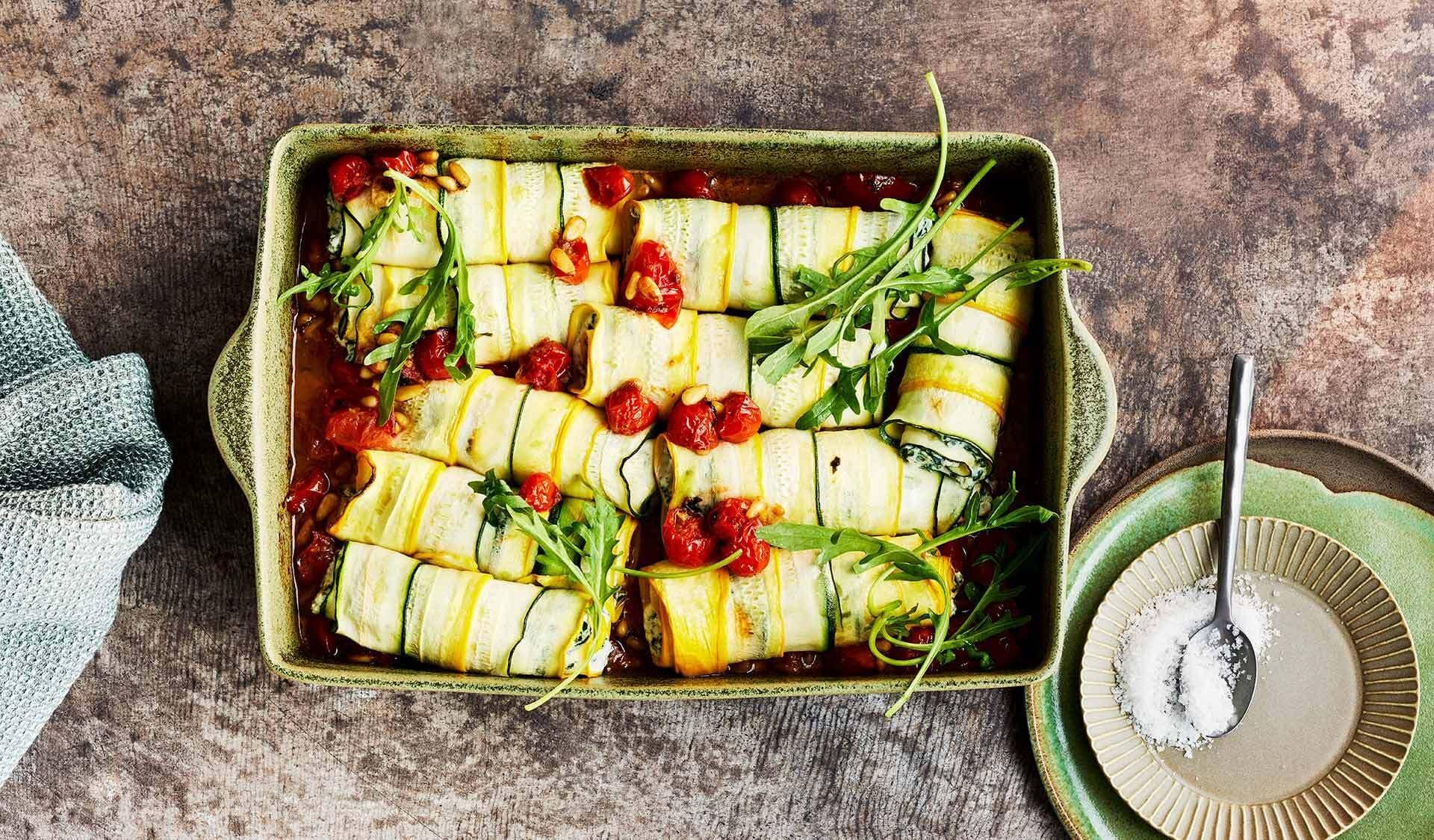 Zucchini-Röllchen mit Tomatensoße