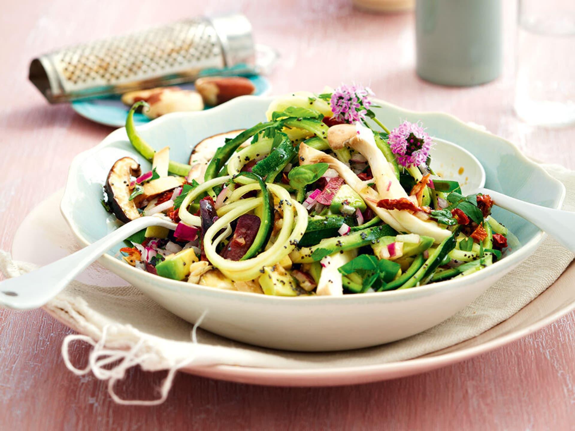 Zucchini-Tonarelli mit Pilzen und Mohn
