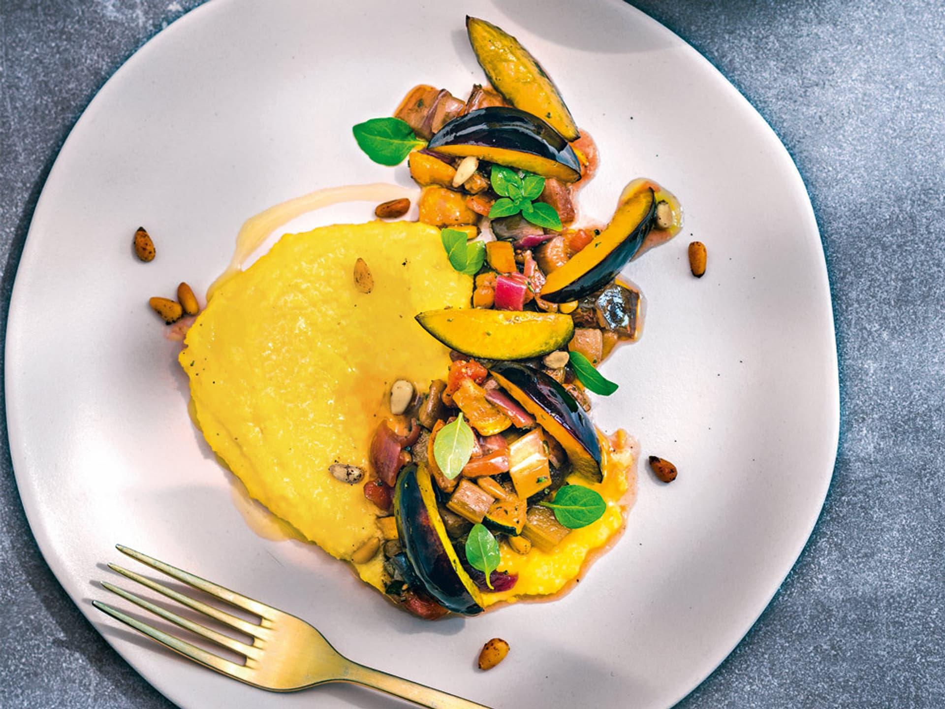 Zwetschgen caponata zu cremiger polenta