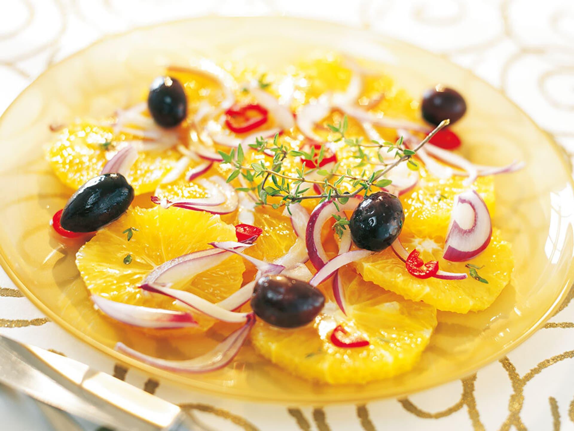 Zwiebel orangen salat mit oliven