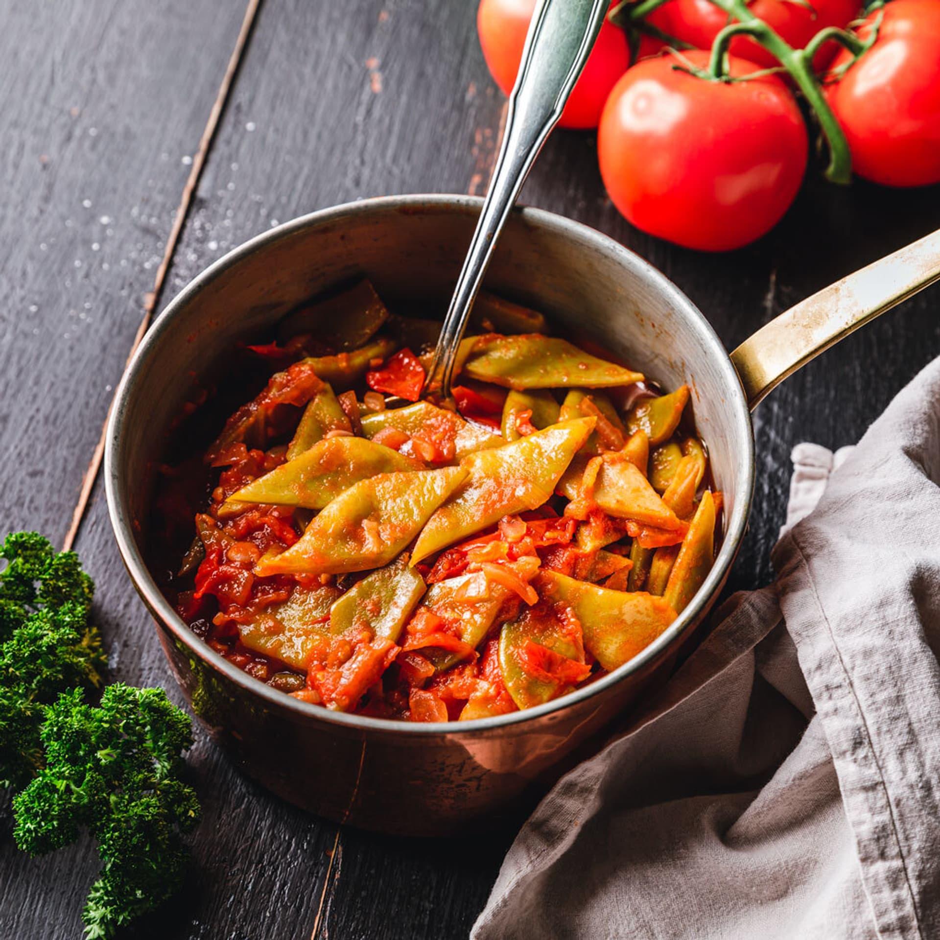 Breite Bohnen in Tomatensoße