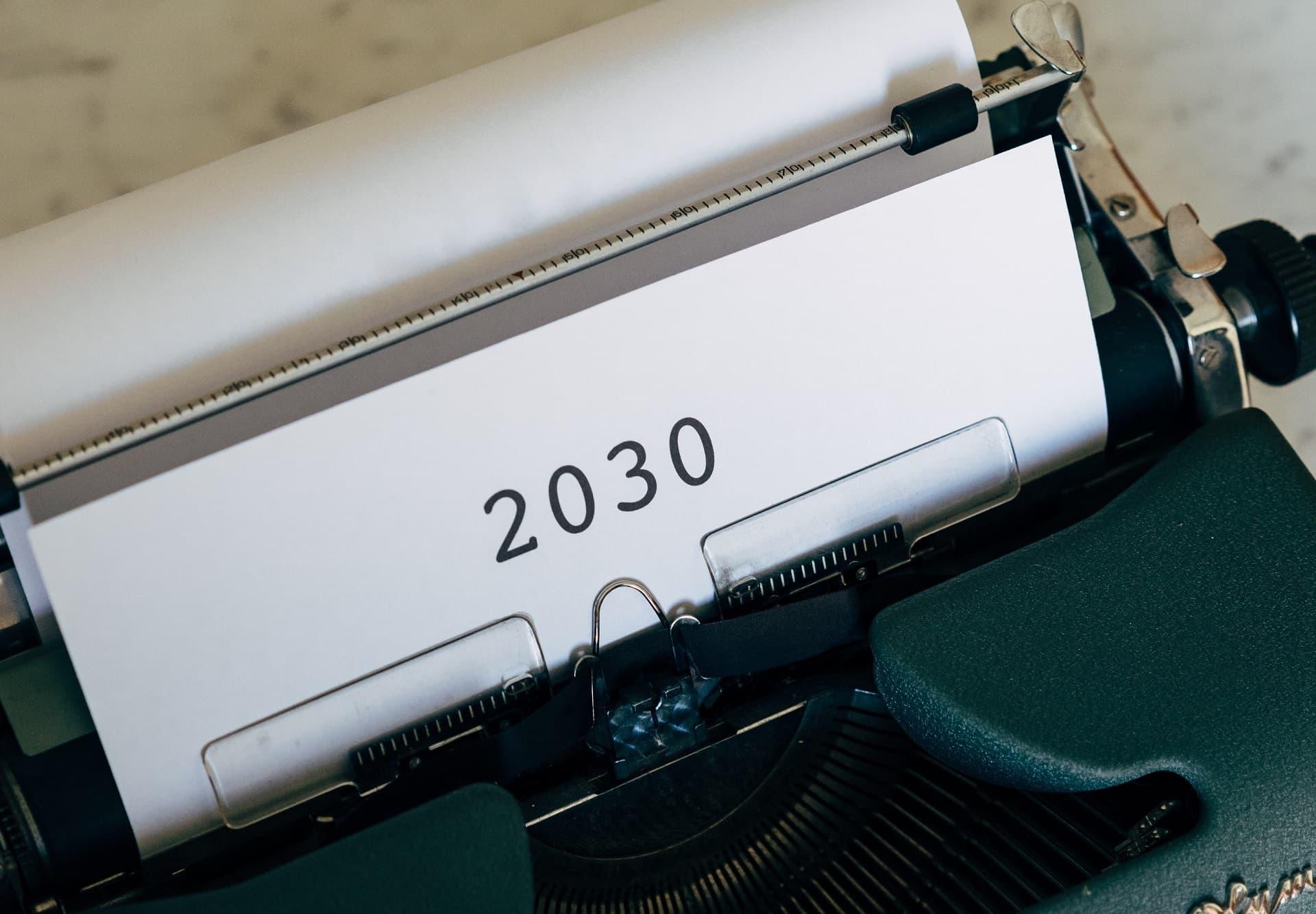 Papier mit Aufschift 2030 in Schreibmaschine