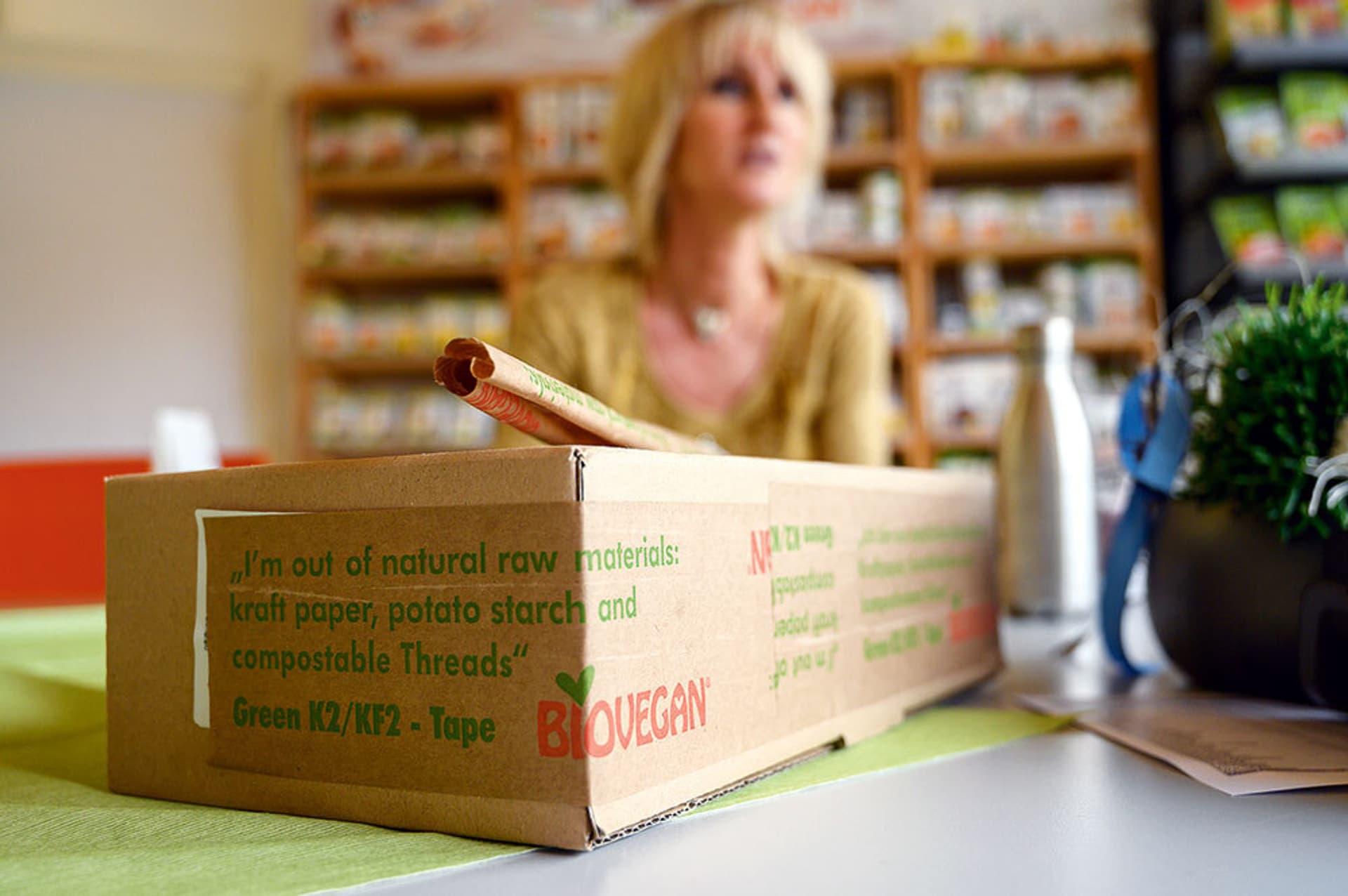 Nicol Gärtner am Schreibtisch