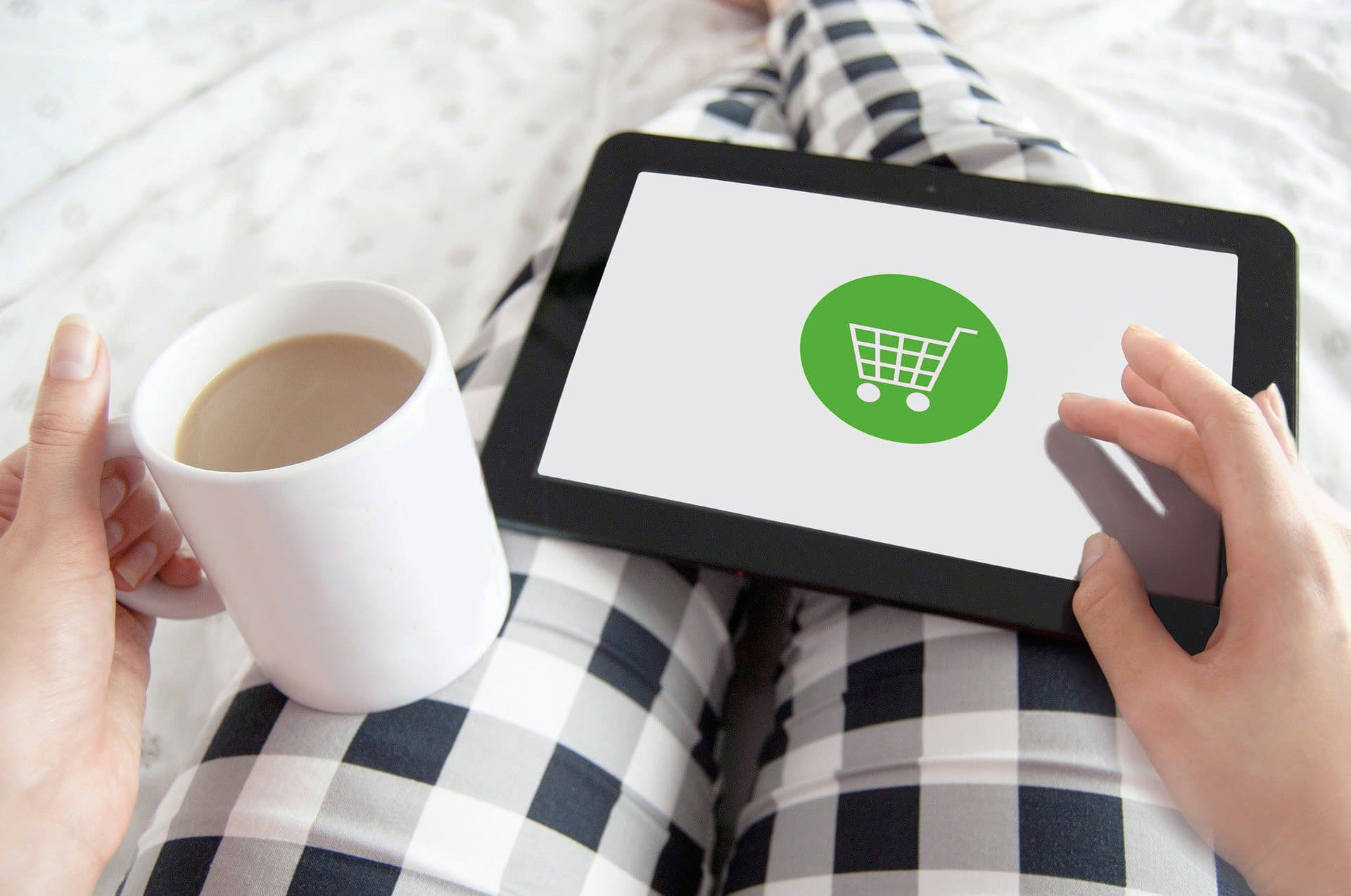 Online-Shopping am Tablet