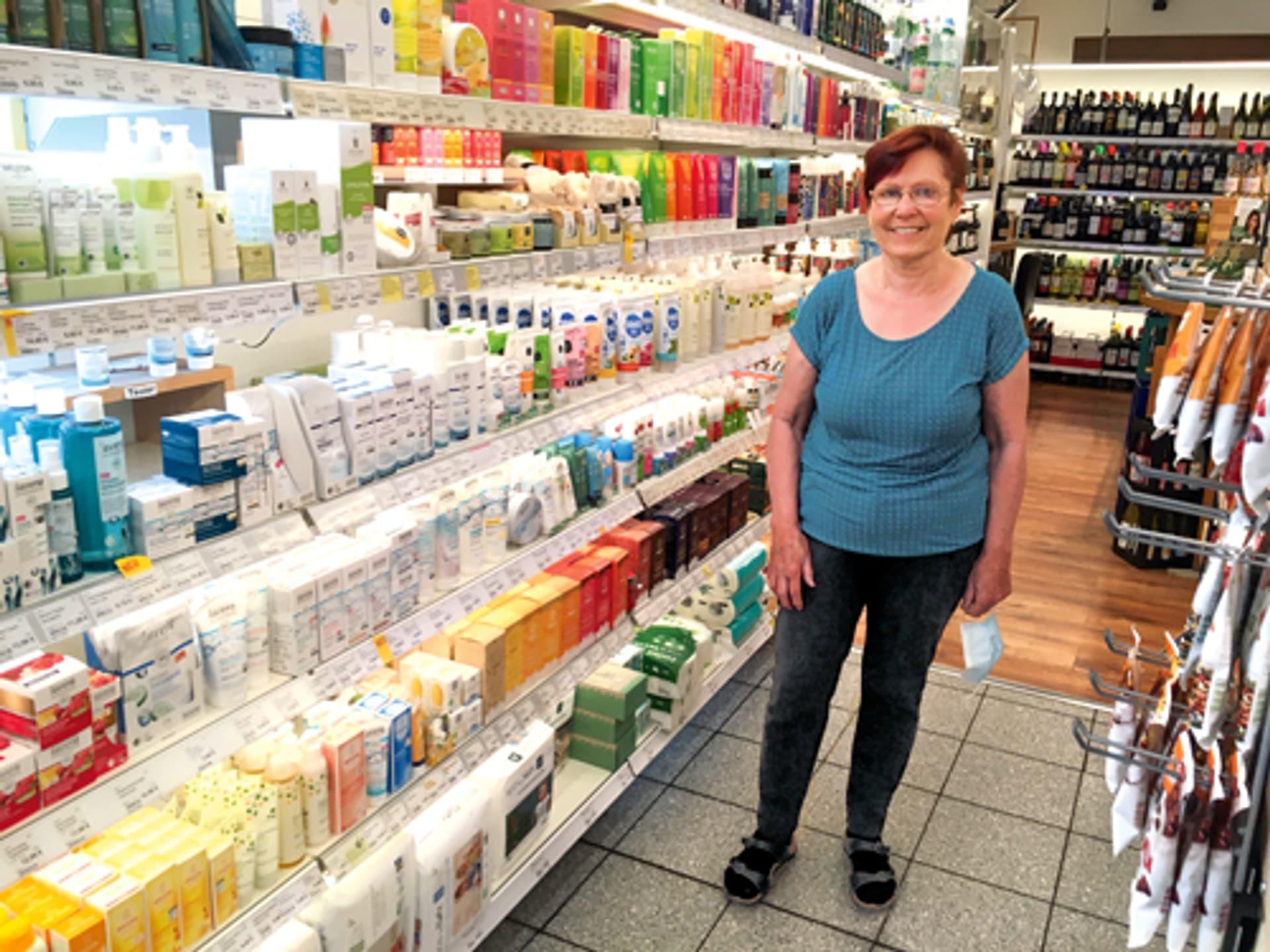 HEIKE DUST, Geschäftsführerin des Hannoveraner Ladens BioLogisch, steht in ihrem Laden.