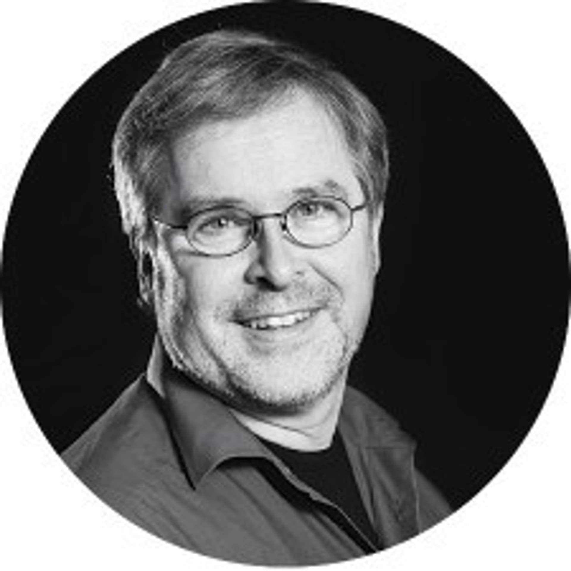 Schwarz-weiß Porträt von Professor Thomas Simat