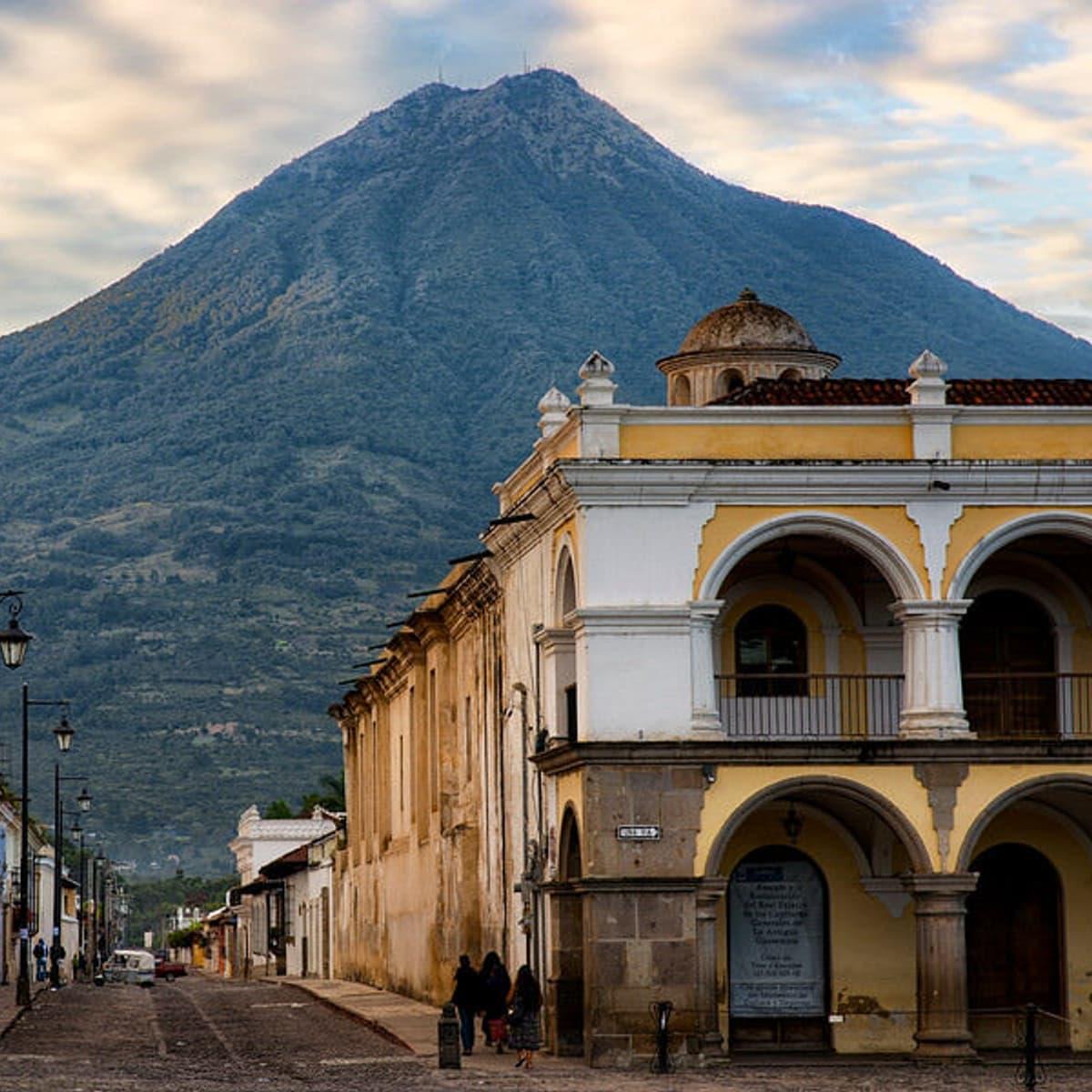 Antigua Parque Central Agua Volcano