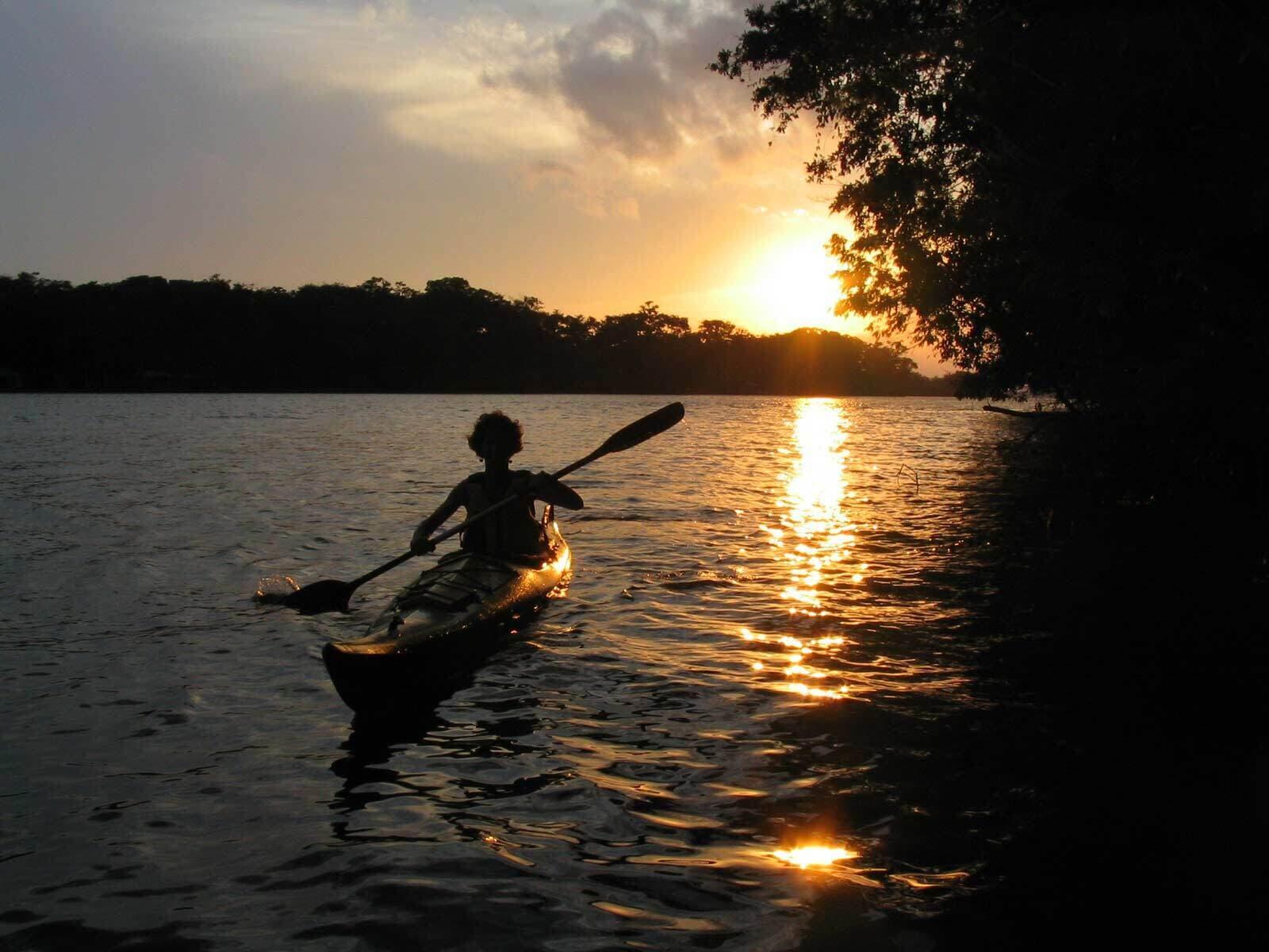 Kayaking rio dulce